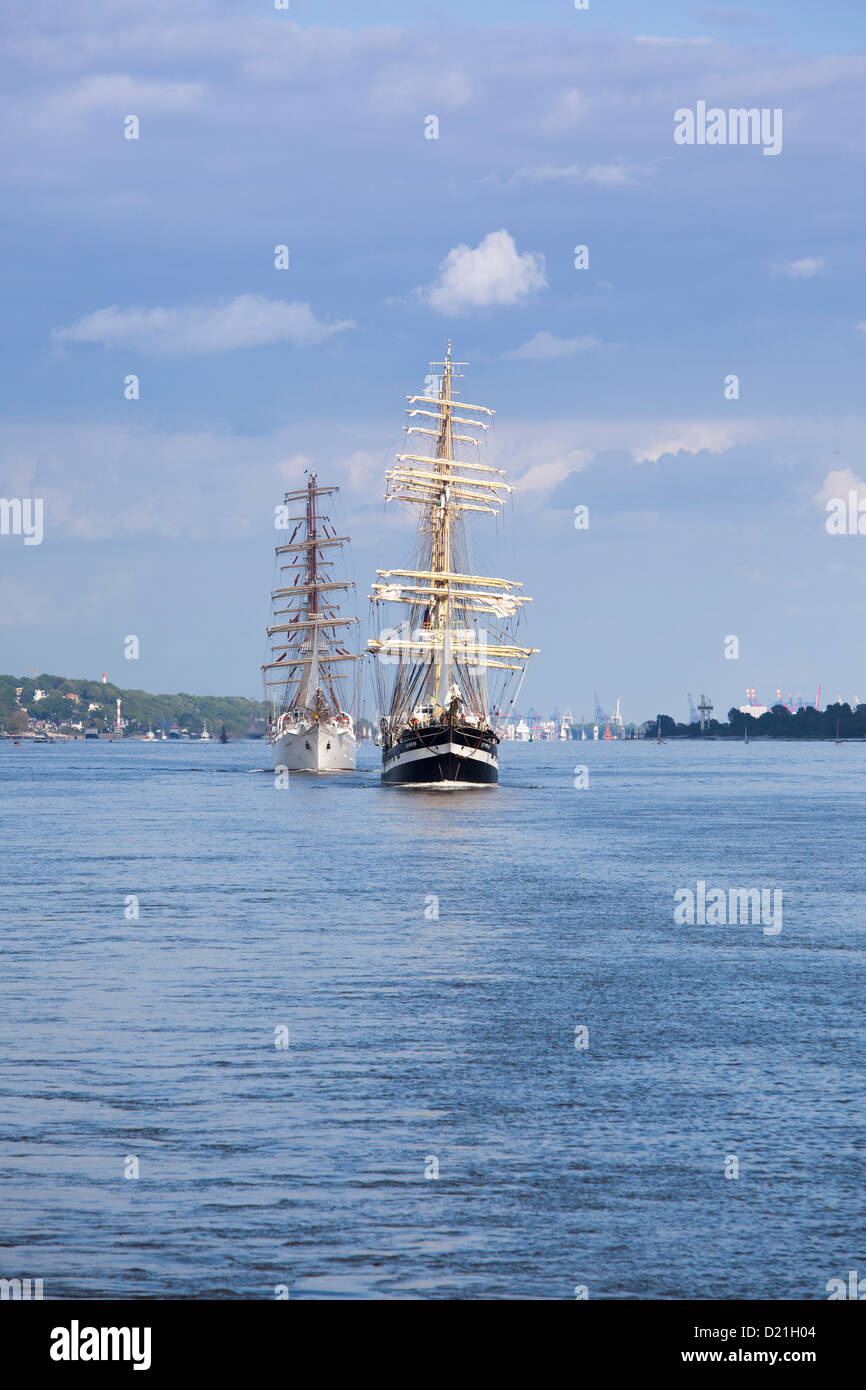 Windjammer tall sailing ships Dar Mlodziezy and Krusenstern on Elbe river as part of Hamburg harbour birthday celebrations, - Stock Image