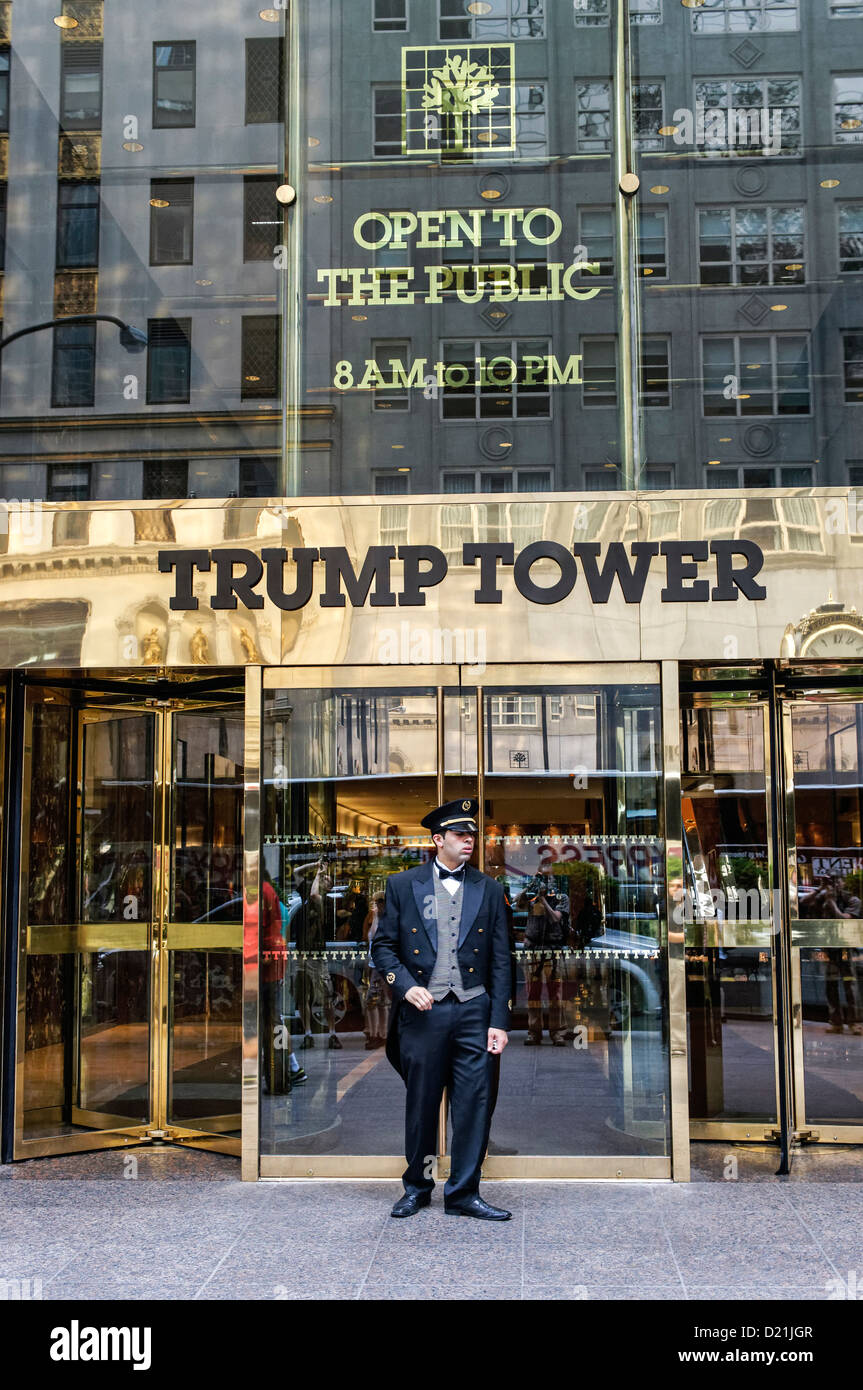 Entrance guard of Trump Tower 5th Avenue, Manhattan, New York - Stock Image