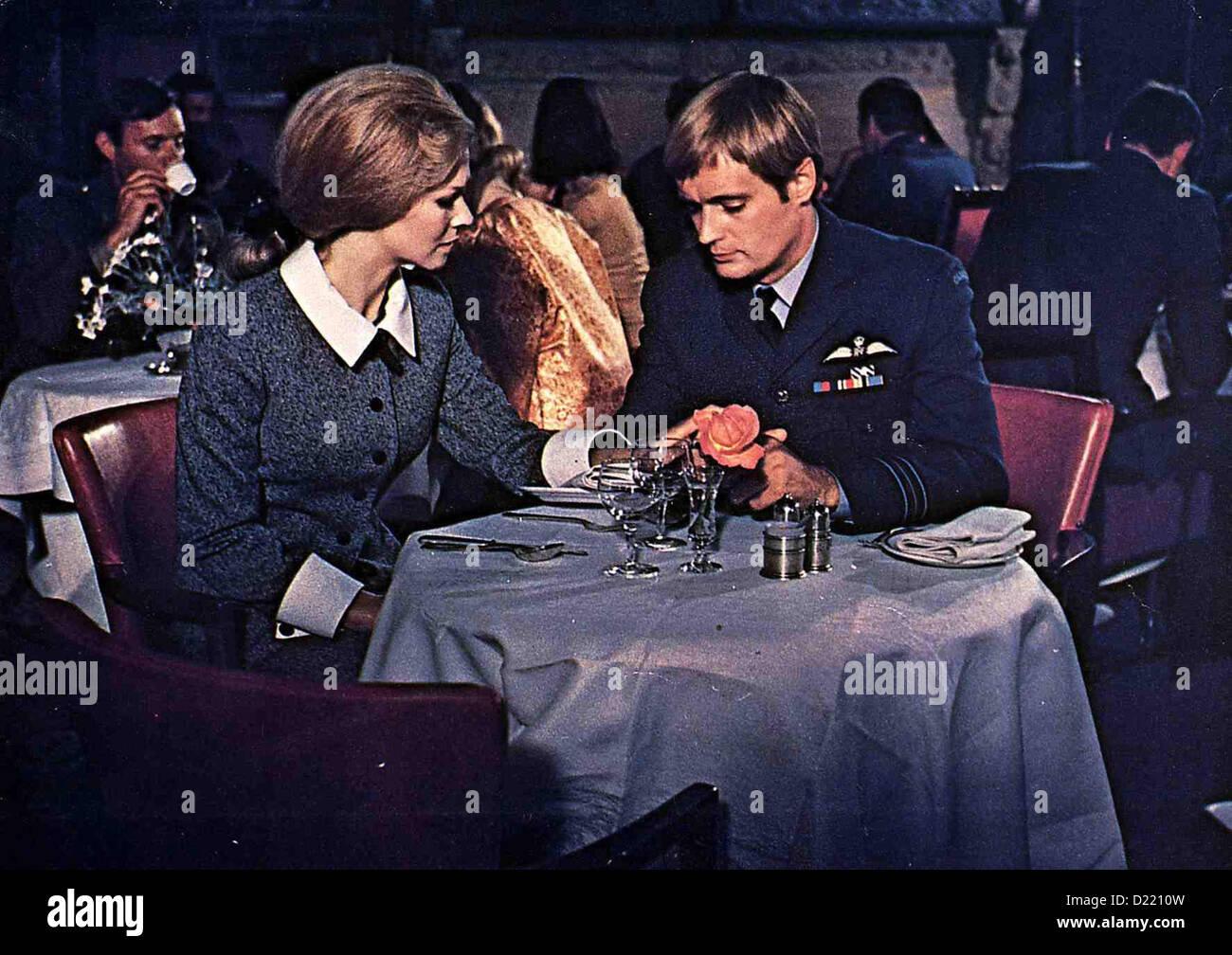 MOSQUITO SQUADRON DAVID MCCALLUM /& SUSAN NEVE GREAT WWII MOVIE PHOTO