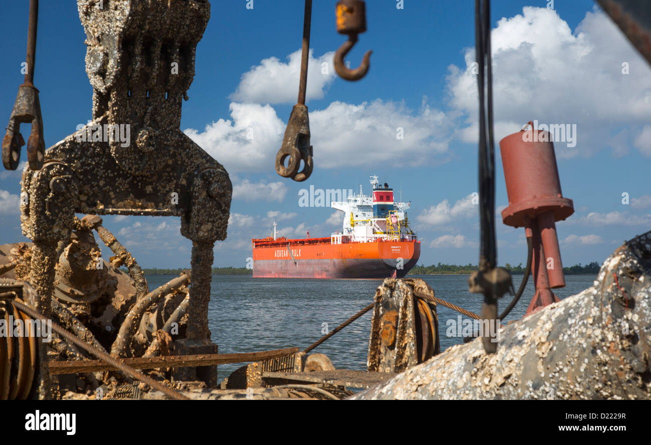 Pointe a la Hache, Louisiana - Shipping on the Mississippi River below New Orleans. - Stock Image