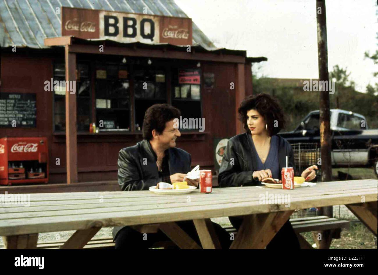 Mein Vetter Winnie  My Cousin Vinny  Joe Pesci, Marisa Tomei Die beiden Studenten Bill und Stan, die in einem Drugstore - Stock Image