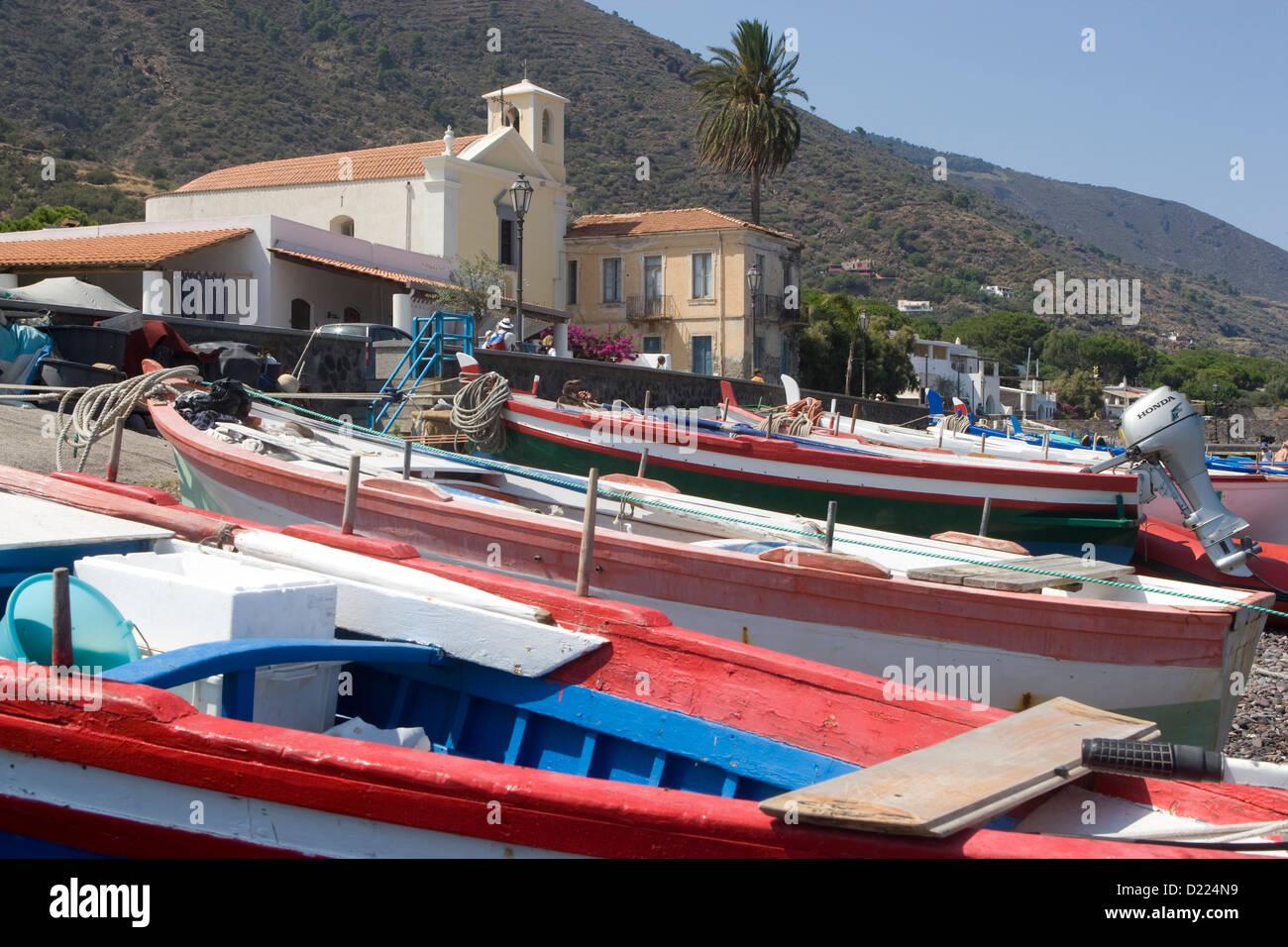 The Aeolian Islands: Salina - Lingua beach & fishing boats - Stock Image