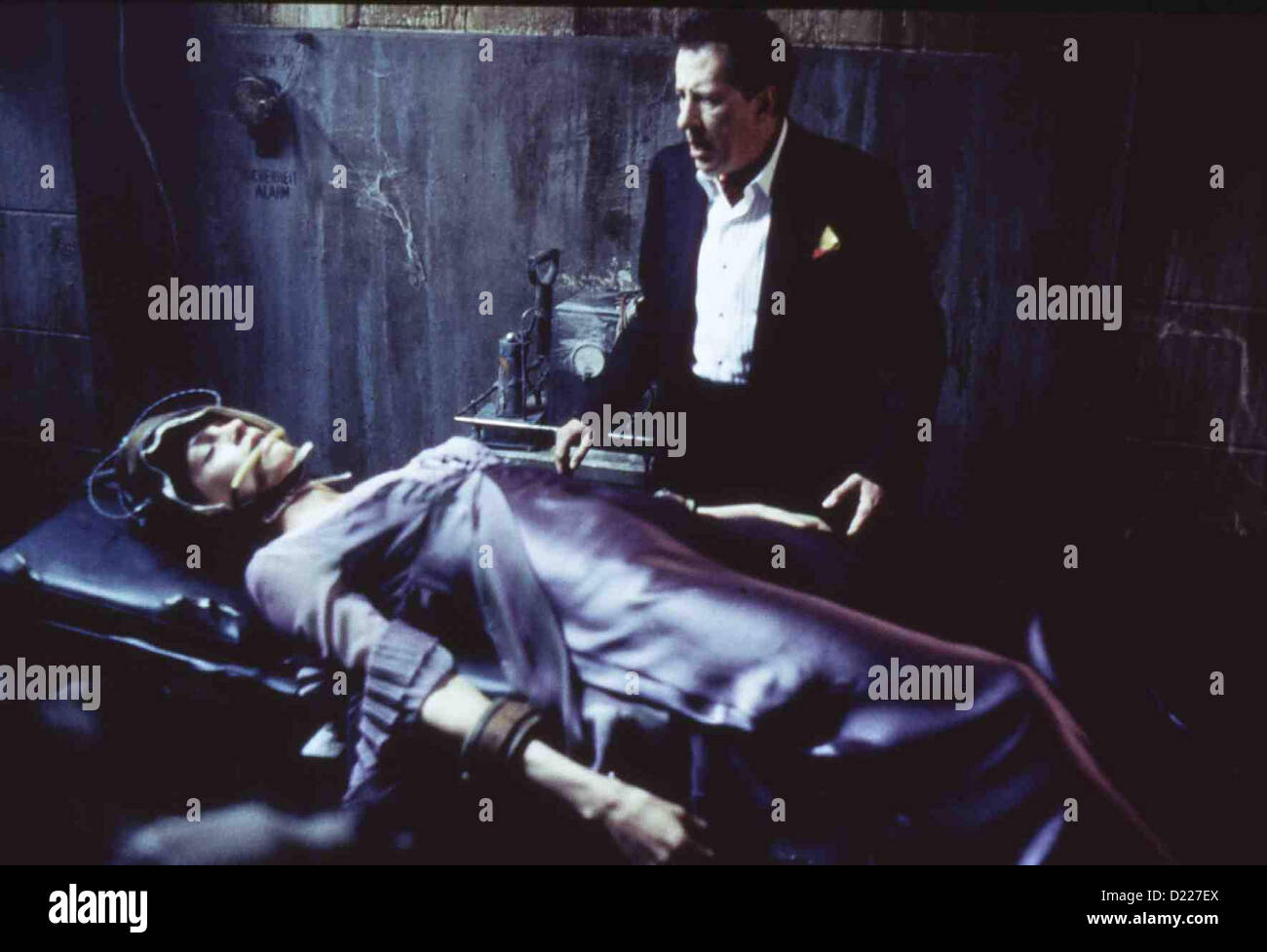 House On Haunted Hill   --   Famke Janssen, Geoffrey Rush *** Local Caption *** 1999  Warner Brothers - Stock Image