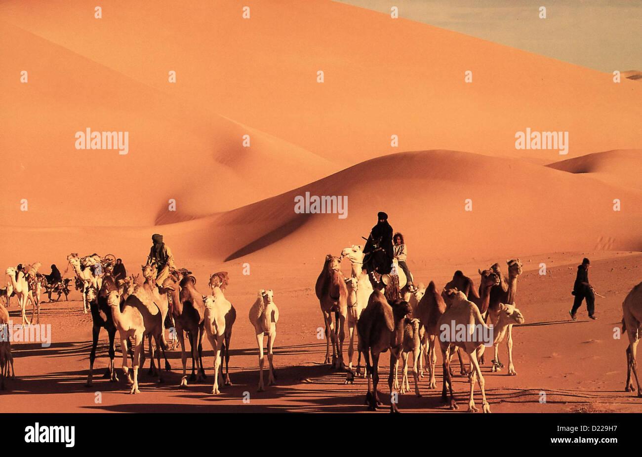Imuhar  Imuhar  Szene Der 11-jaehrige Khenan, halb Tuareg, halb Franzose, ist in Paris aufgewachsen. Nach dem Tod - Stock Image