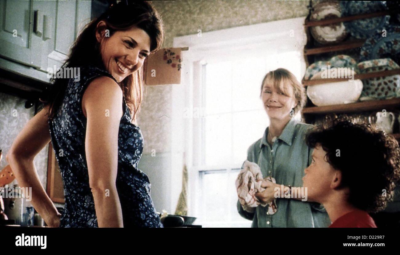 In Bedroom  In Bedroom  Marisa Tomei, Sissy Spacek, Christopher Adams Ruth (Sissy Spacek) freut sich mit Natalie - Stock Image