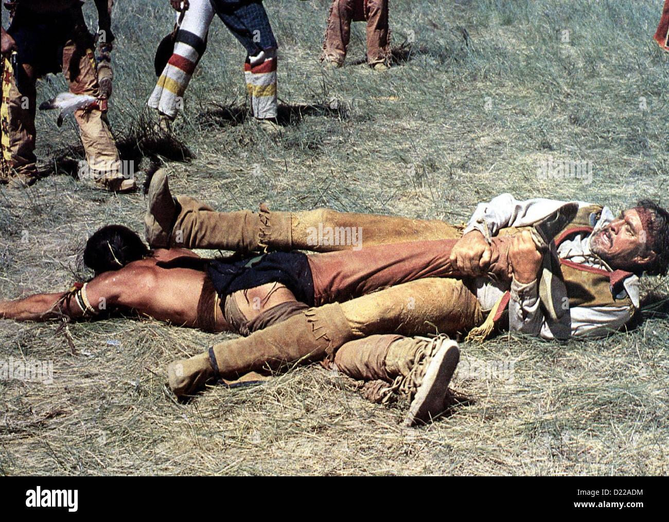 Grauadler  Grayeagle  Ben Johnson Verzweifelt wehrt sich John (Ben Johnson, r) gegen die Indianer. *** Local Caption - Stock Image