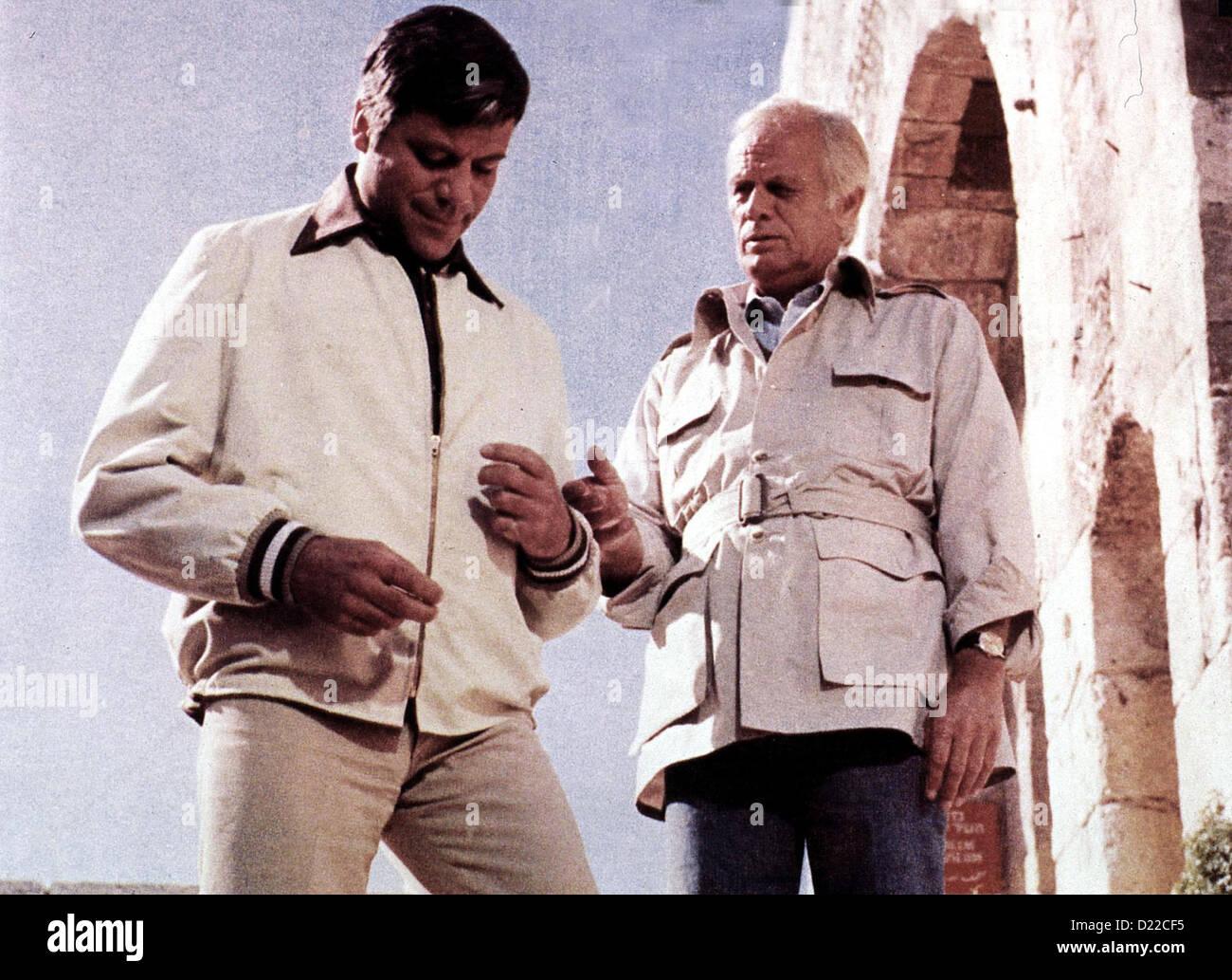 Von Allen Hunden Gehetzt  Gunsight Ridge  Richard Widmark, Oliver Reed Gabriel (Oliver Reed), der von KGB und CIA - Stock Image