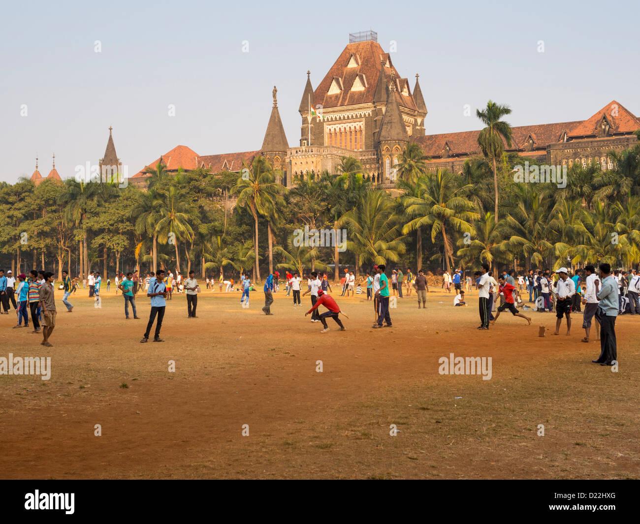 Weekend cricket matches at the Maidan Park, Mumbai, Bombay, India - Stock Image