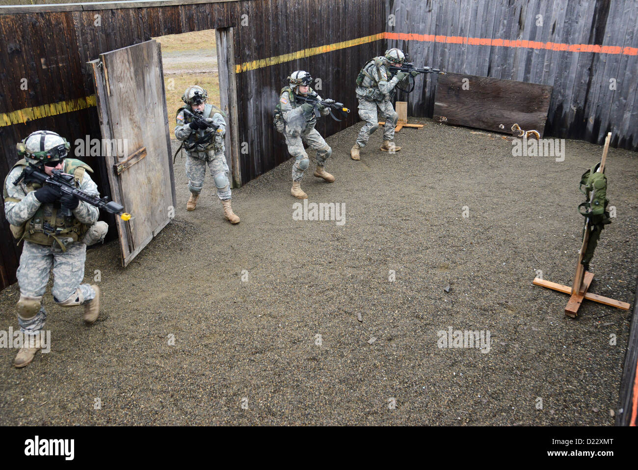 U.S. Army Soldiers, assigned to Bravo Company, 1st Battalion, 4th Infantry Regiment, practice clearing a building Stock Photo