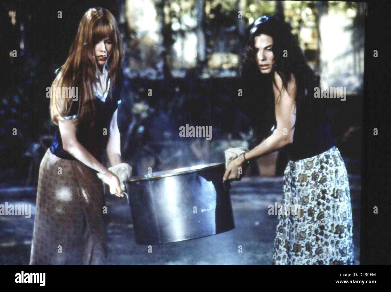 Zauberhafte Schwestern  Practical Magic  Gillian Owens (Nicole Kidman), Sally Owens (Sandra Bullock) *** Local Caption - Stock Image