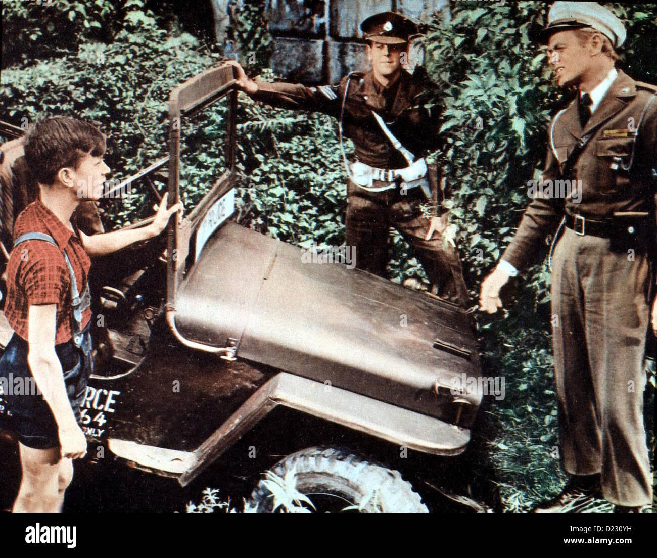 Kennwort: Berlin-Tempelhof  Prize Gold,  George Cole, Richard Widmark Um armen Kriegswaisen zu helfen, wollen Sgt. Stock Photo