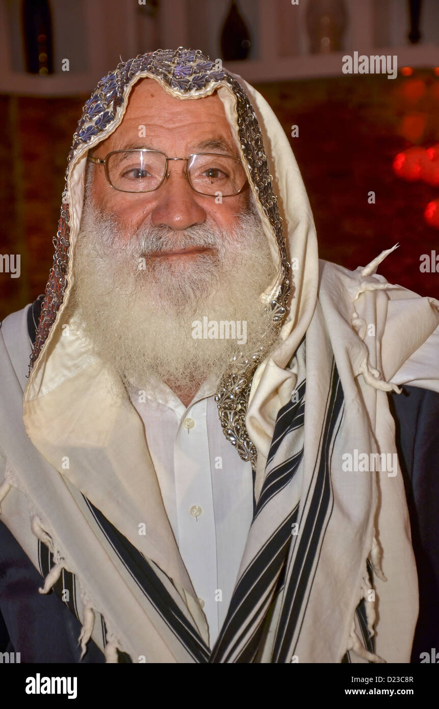 Mature Jewish man wrapped in a Tallis - Stock Image