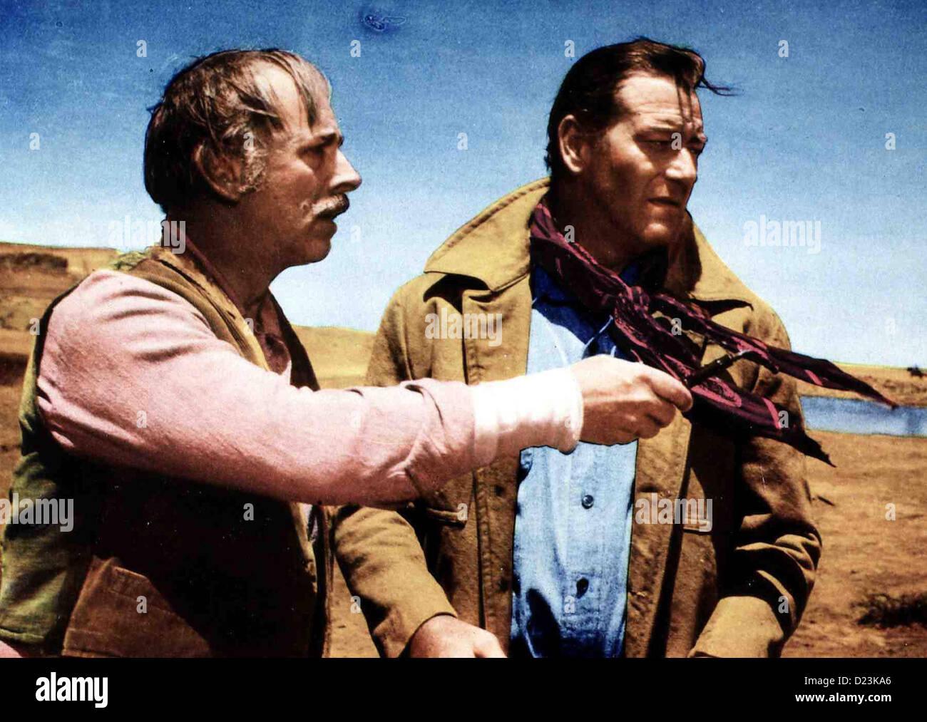 Der Schwarze Falke  Searchers,  Ward Bond, John Wayne Als Ethan (John Wayne) mit Capt.Rev. Clayton (Ward Bond) einen - Stock Image
