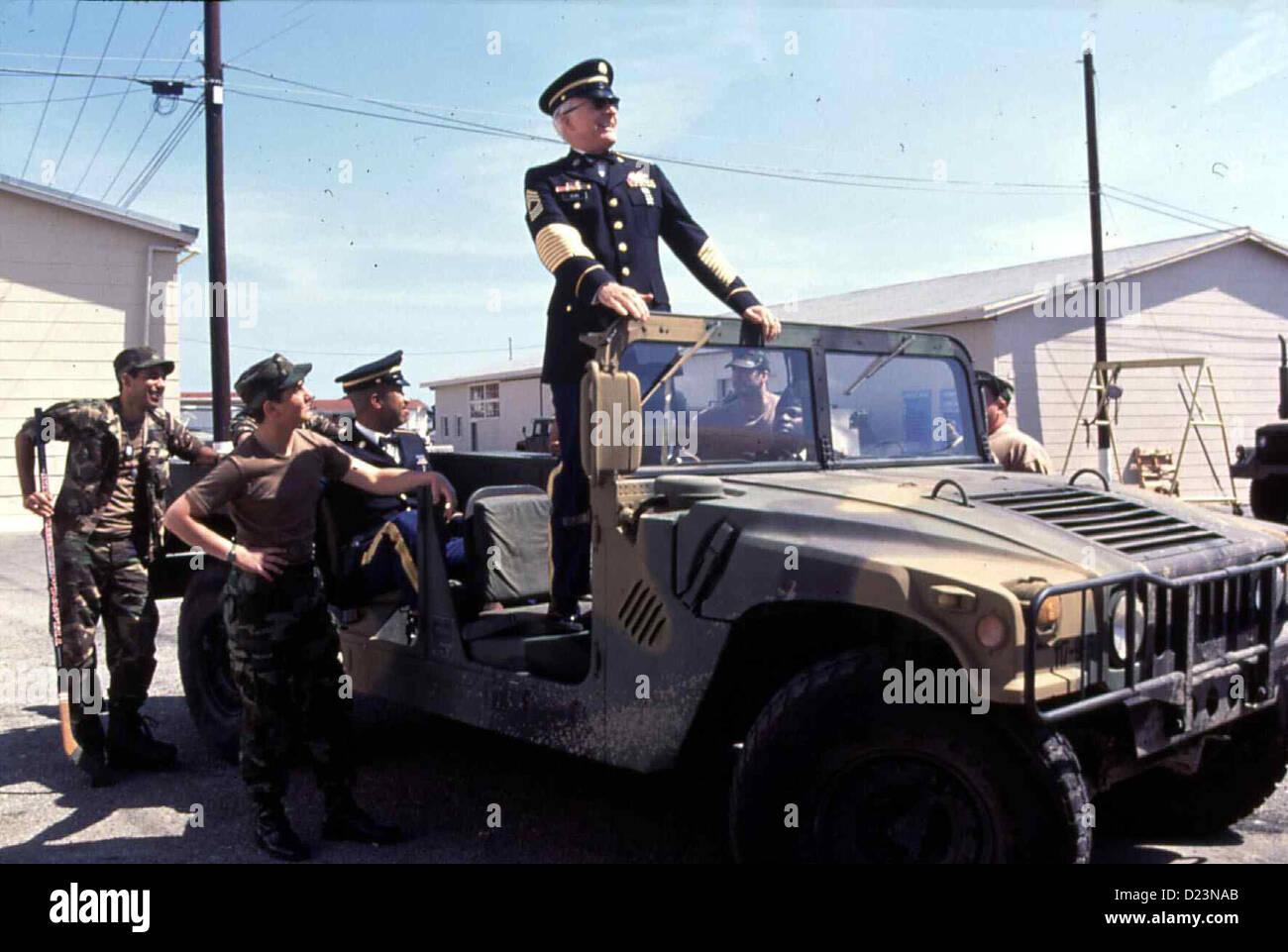 Immer Aerger Mit Sergant Bilko  Sgt. Bilko  Steve Martin Wenn Col. Hall sich doch einmal zu einem Rundgang entschliesst, - Stock Image