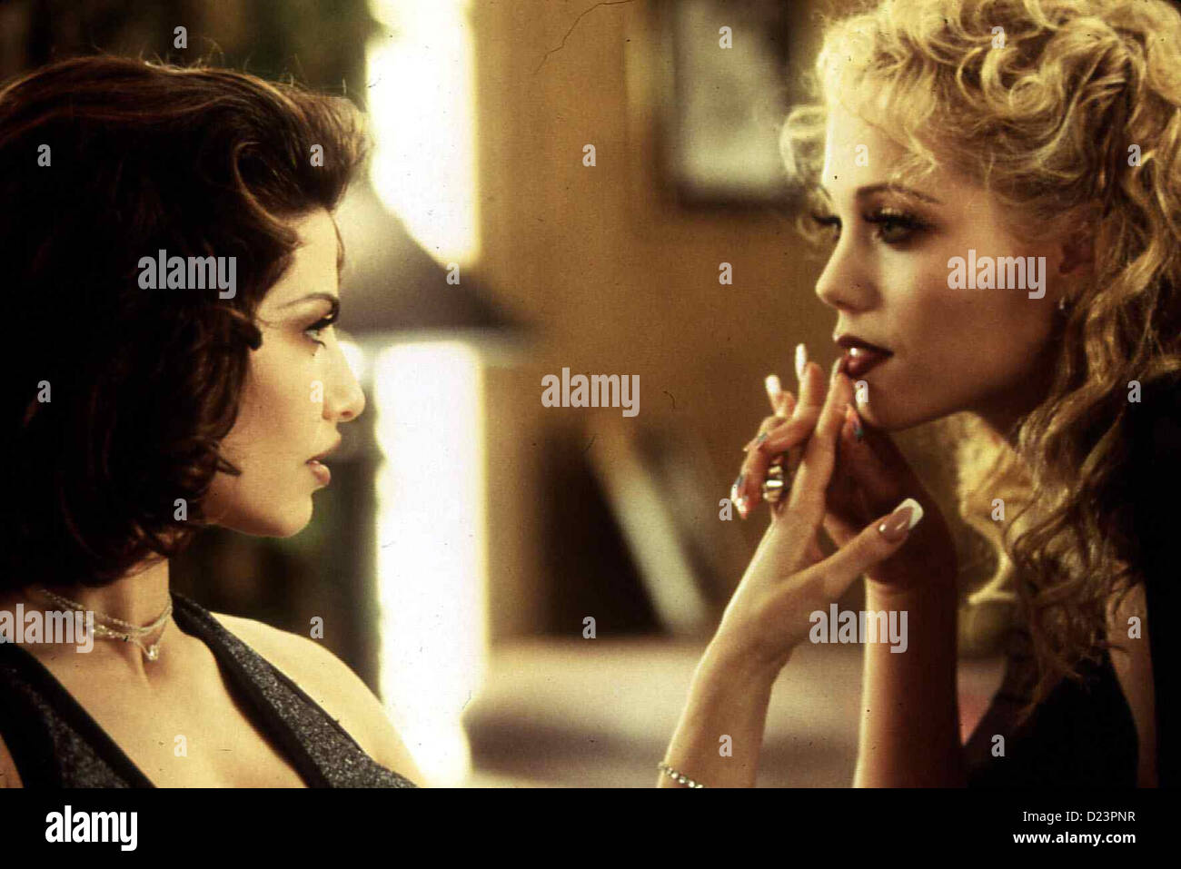 Elizabeth berkley stock photos elizabeth berkley stock images alamy showgirls showgirls gina gershon elizabeth berkley zwischen cristal gina gershonl und voltagebd Image collections