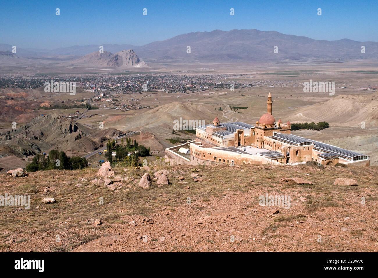 The 18th century Ottoman Ishak Pasha Palace overlooking the city of Dogubeyazit in the eastern Anatolia region of Turkey. Stock Photo