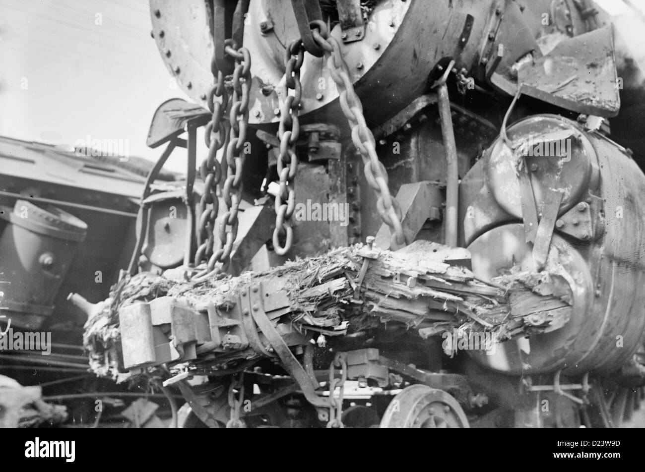 Wrecked  engine after a railroad accident in which the White Mountain Express crashed through two cars of the Bar - Stock Image