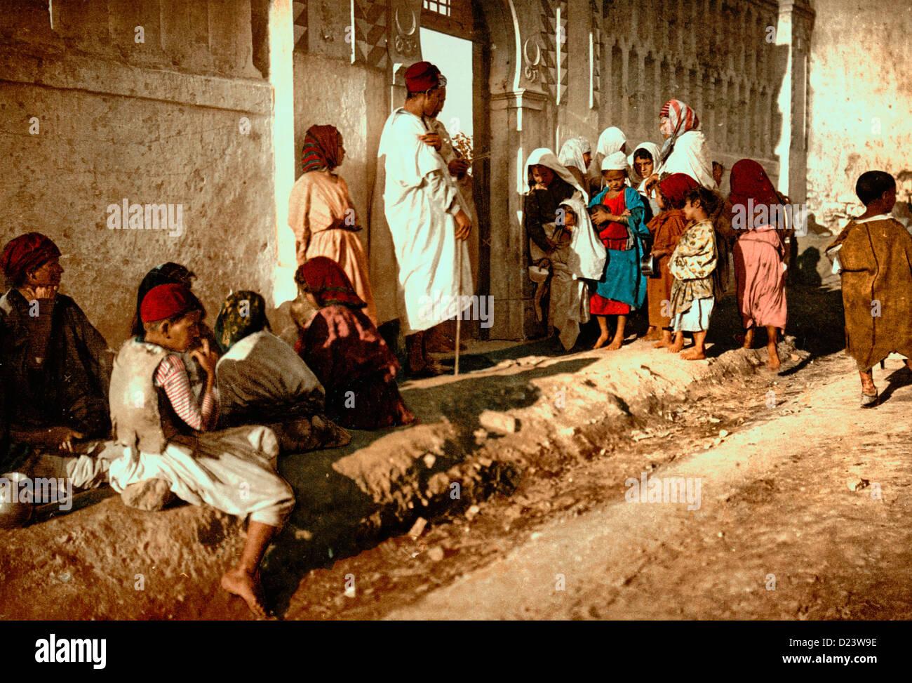 Beggars in front of mosque 'Sidi Abderrhaman', Algiers, Algeria, circa 1899 - Stock Image