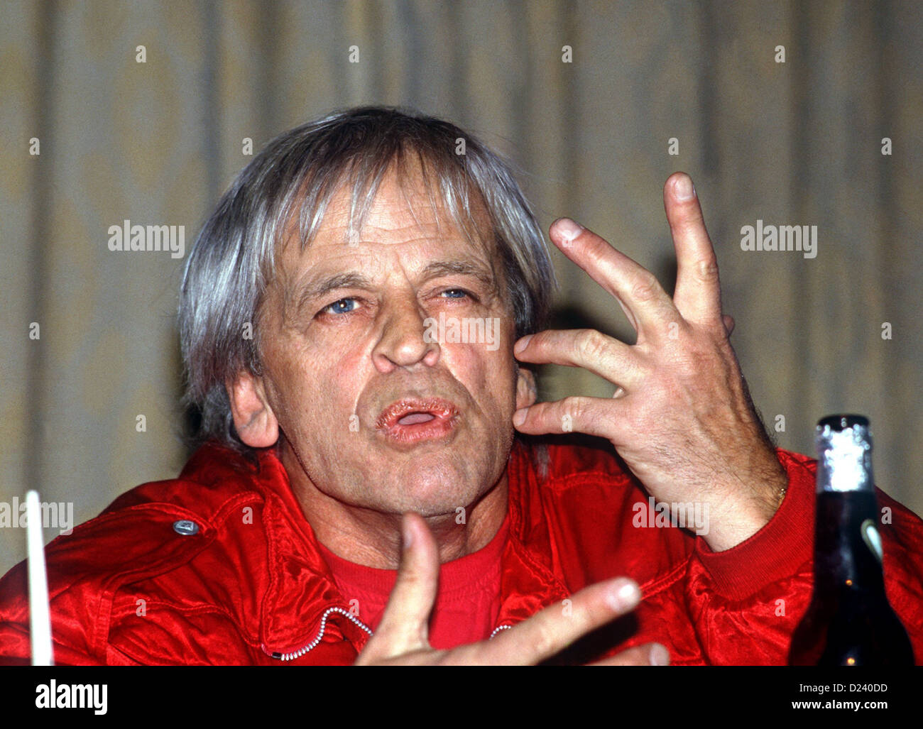(dpa files) - German actor Klaus Kinski speaks about his film 'Kommando Leopard' ('Commando Leopard', 1985) during a press conference in Hamburg, 22 October 1985. An 'enfant terrible' of the film industry, his films include 'Aguirre, der Zorn Gottes' ('Aguirre: The Wrath of God') and 'Nosferatu: Phantom der Nacht' ('Nosferatu the Vampire'). Kinski was born on 18 October 1926 in Danzig, Germany (now Gdansk, Poland) under the name of Nikolaus Guenther Nakszynski and died on 23 November 1991 in Lagunitas, California, of a heart attack. Stock Photo