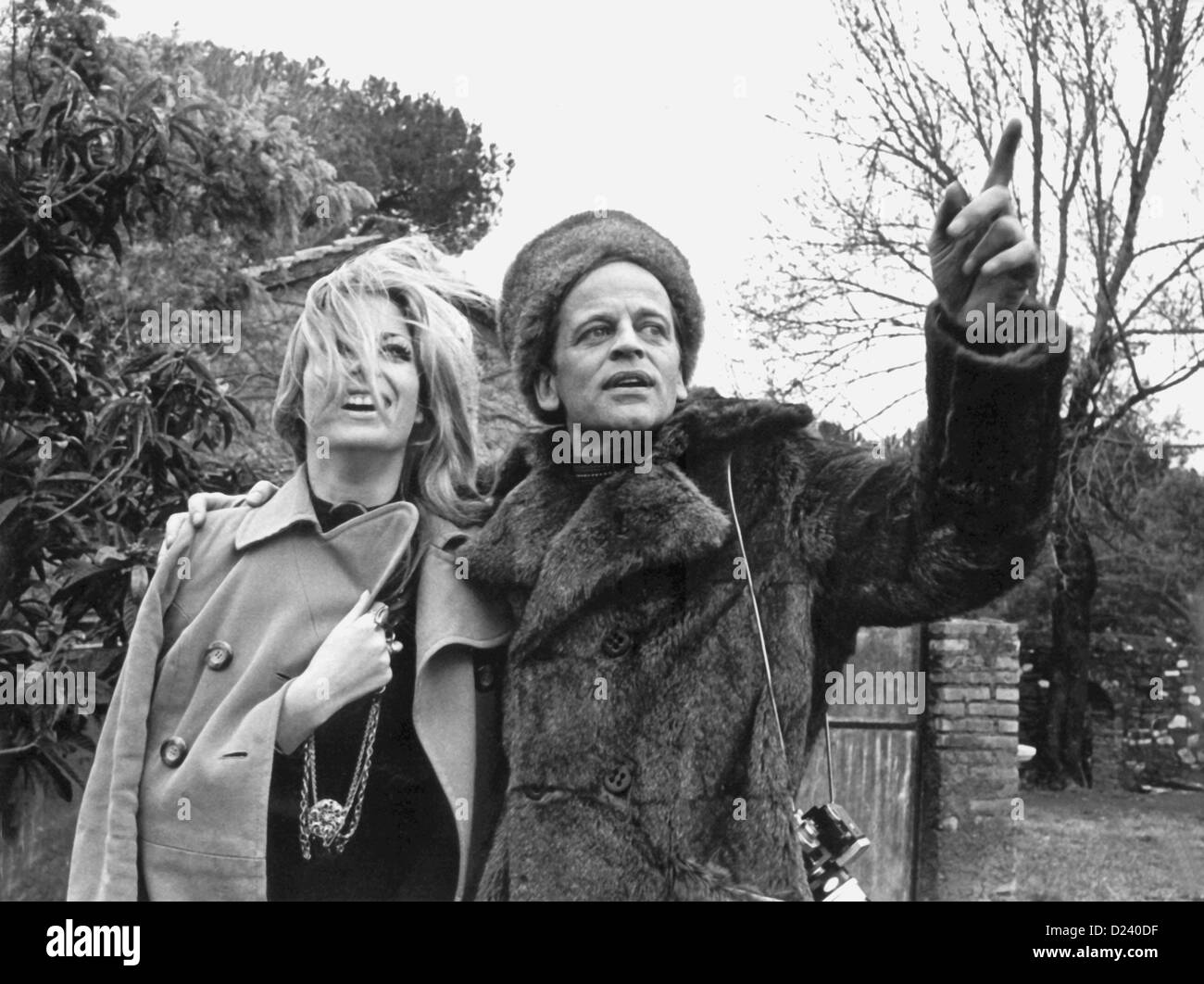 (dpa files) - German actor Klaus Kinski and actress Christiane Krueger pictured during the shooting of the Edgar - Stock Image