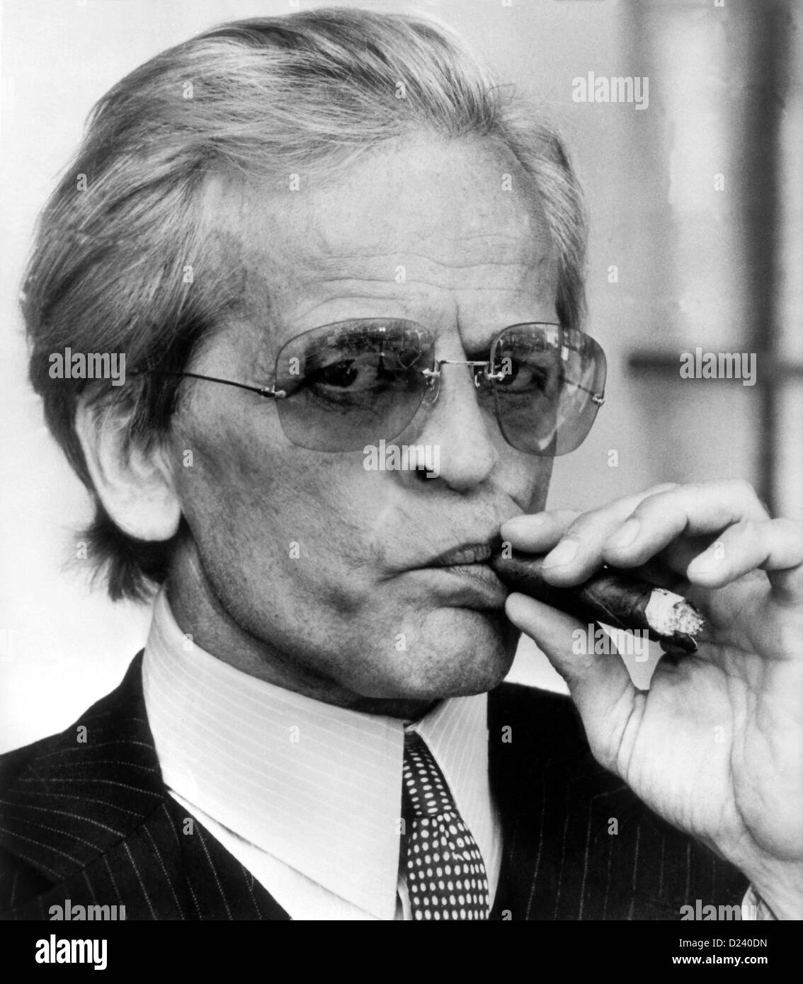 (dpa files) - German actor Klaus Kinski plays Doctor Hugo Zuckerbrot ('sugarbread') in a movie scene of Billy Wilder's comedy 'Buddy Buddy', 1981. An 'enfant terrible' of the film industry, Kinski's films include 'Aguirre, der Zorn Gottes' ('Aguirre: The Wrath of God') and 'Nosferatu: Phantom der Nacht' ('Nosferatu the Vampire'). Kinski was born on 18 October 1926 in Zoppot/Danzig, Germany (now Sopot/Gdansk, Poland) under the name of Nikolaus Guenther Nakszynski and died on 23 November 1991 in Lagunitas, California, of a heart attack. Stock Photo