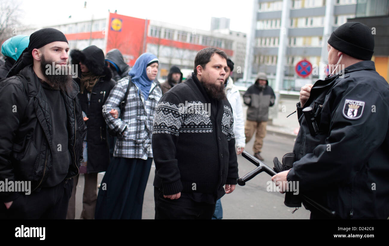 Salafist leave an abruptly ended salafist rally in Berlin, Germany, 13 January 2013. After the salafists were - Stock Image