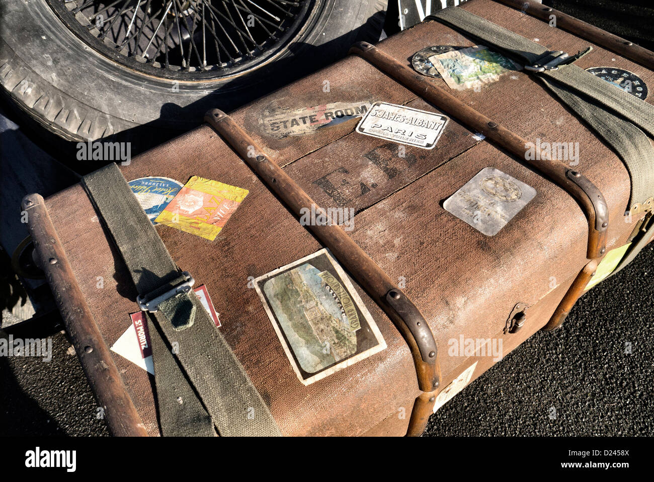 1920's luggage trunk on the back of a vintage car - Stock Image