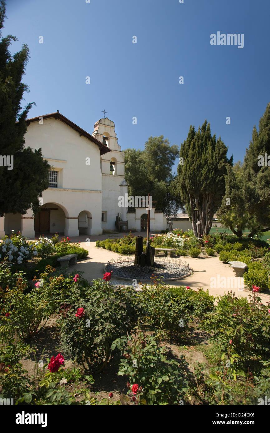 ROSE GARDEN MISSION SAN JUAN BAUTISTA STATE PARK CALIFORNIA USA - Stock Image