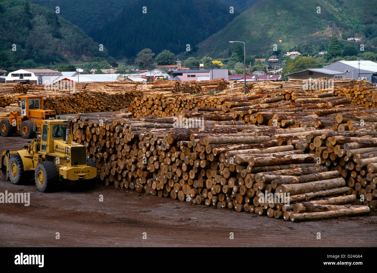 New Zealand Picton Wood Exports - Stacks of Timber Logs & Machinery - Stock Image