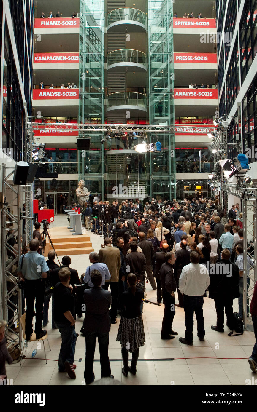 Berlin, Germany, the press and party members in the atrium of the Willy-Brandt-Haus - Stock Image