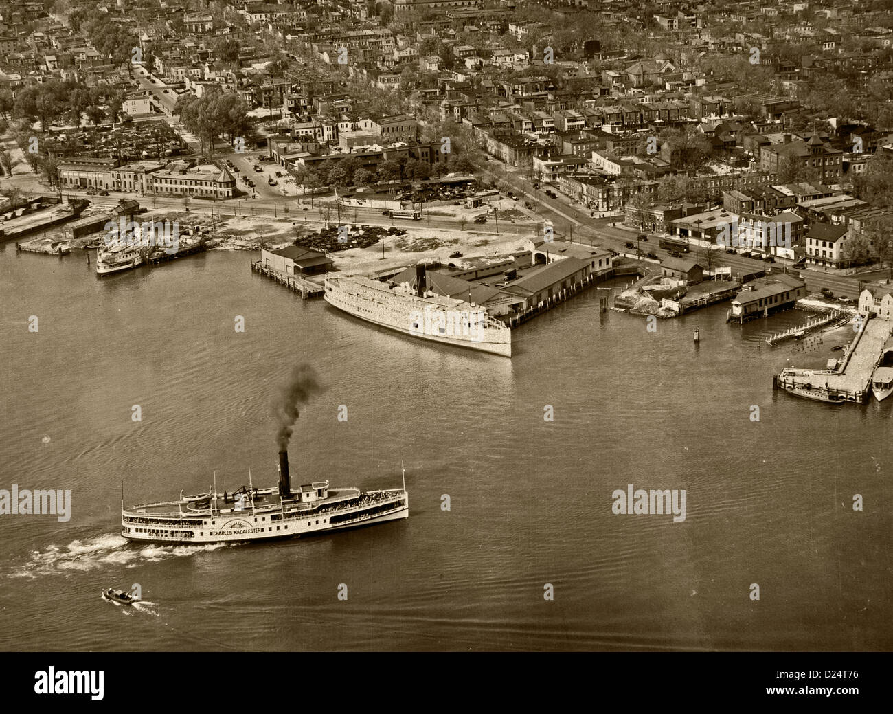 historical aerial photograph wharfs Washington, DC 1931 - Stock Image