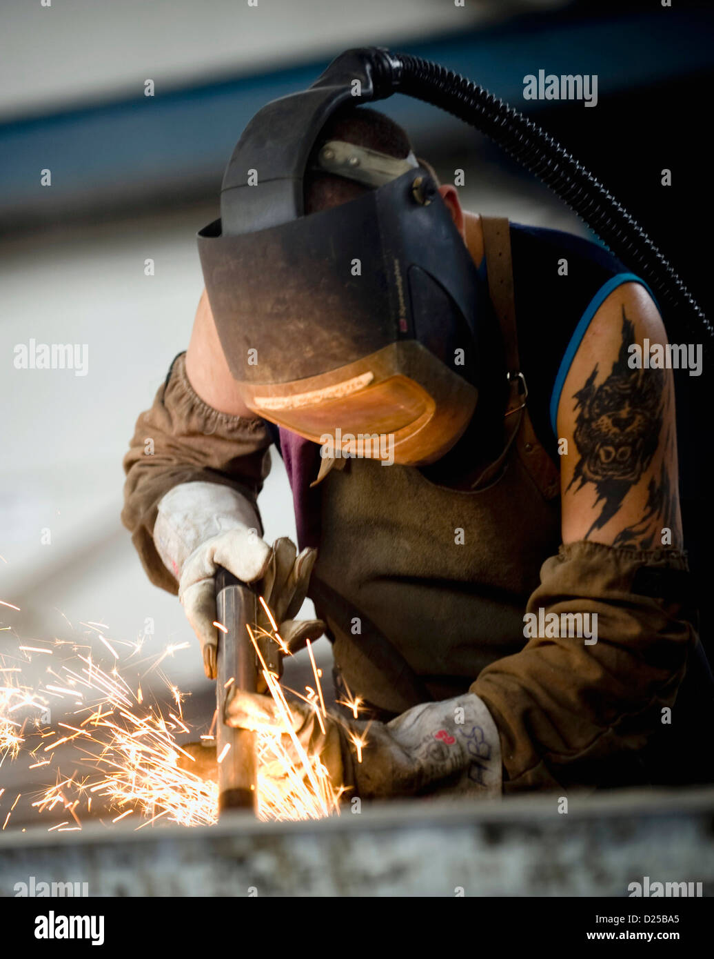 An employee welds iron rods to concrete sleepers in the concrete factory in Coswig, Germany, 8 November 2012. Photo: - Stock Image