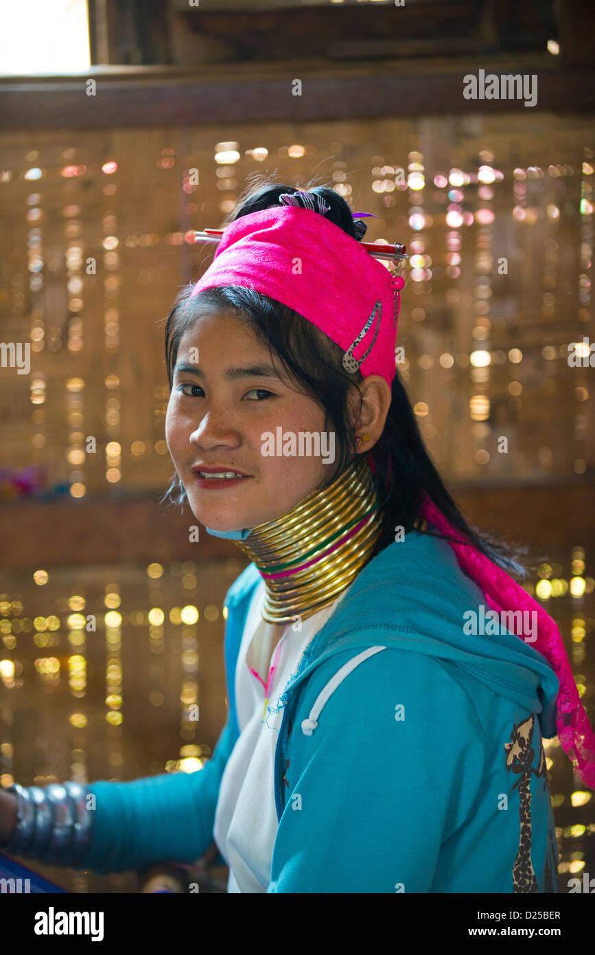 Padaung Shan, Kayan Lahwi tribal girls, inle, myanmar, burma Stock Photo