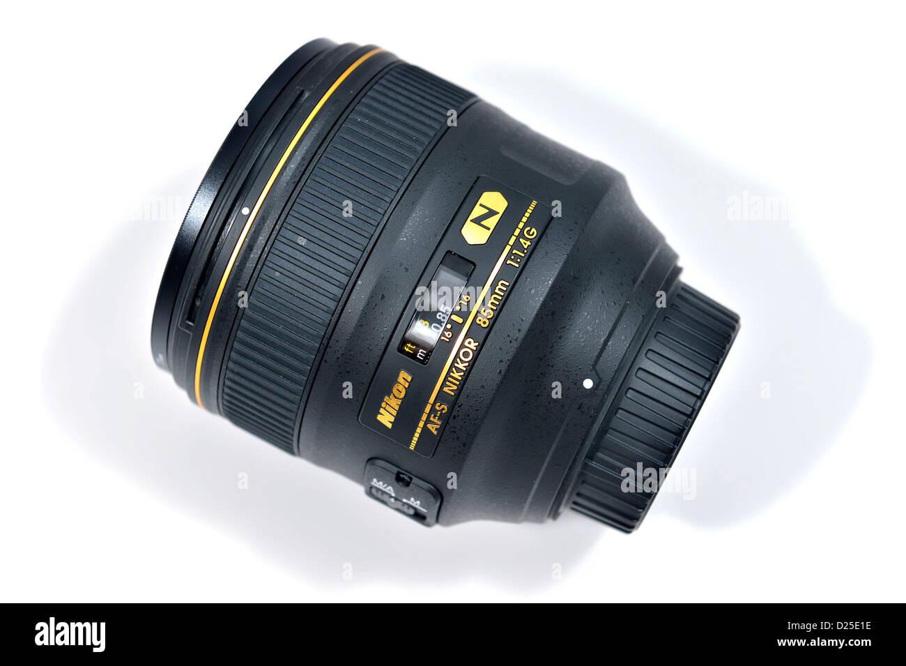 Nikon Nikkor AF-S 85mm f/1.4G professional portrait lens - Stock Image