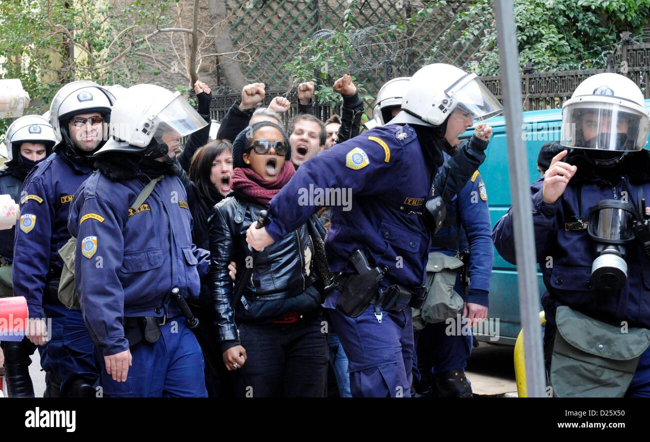 Athens, Greece. 15th January 2013. Police and police forces of the Greek anti-terrorist unit EKAM vacate the occupied - Stock Image