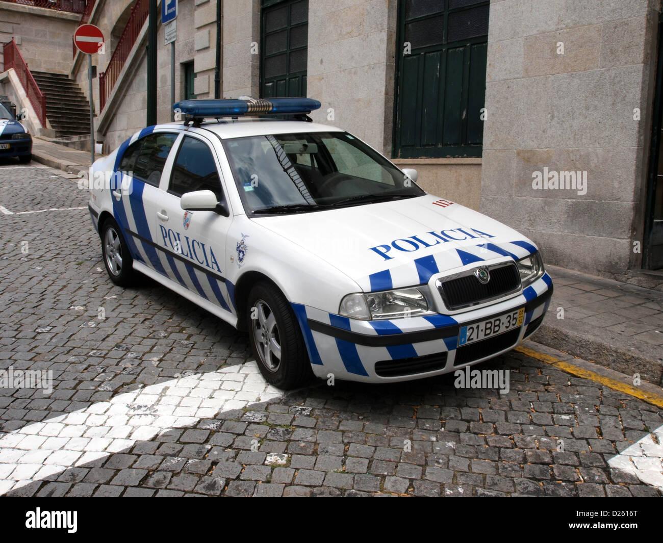 Skoda au service de la police - Page 7 Police-carpolicia-porto-skoda-D2616T