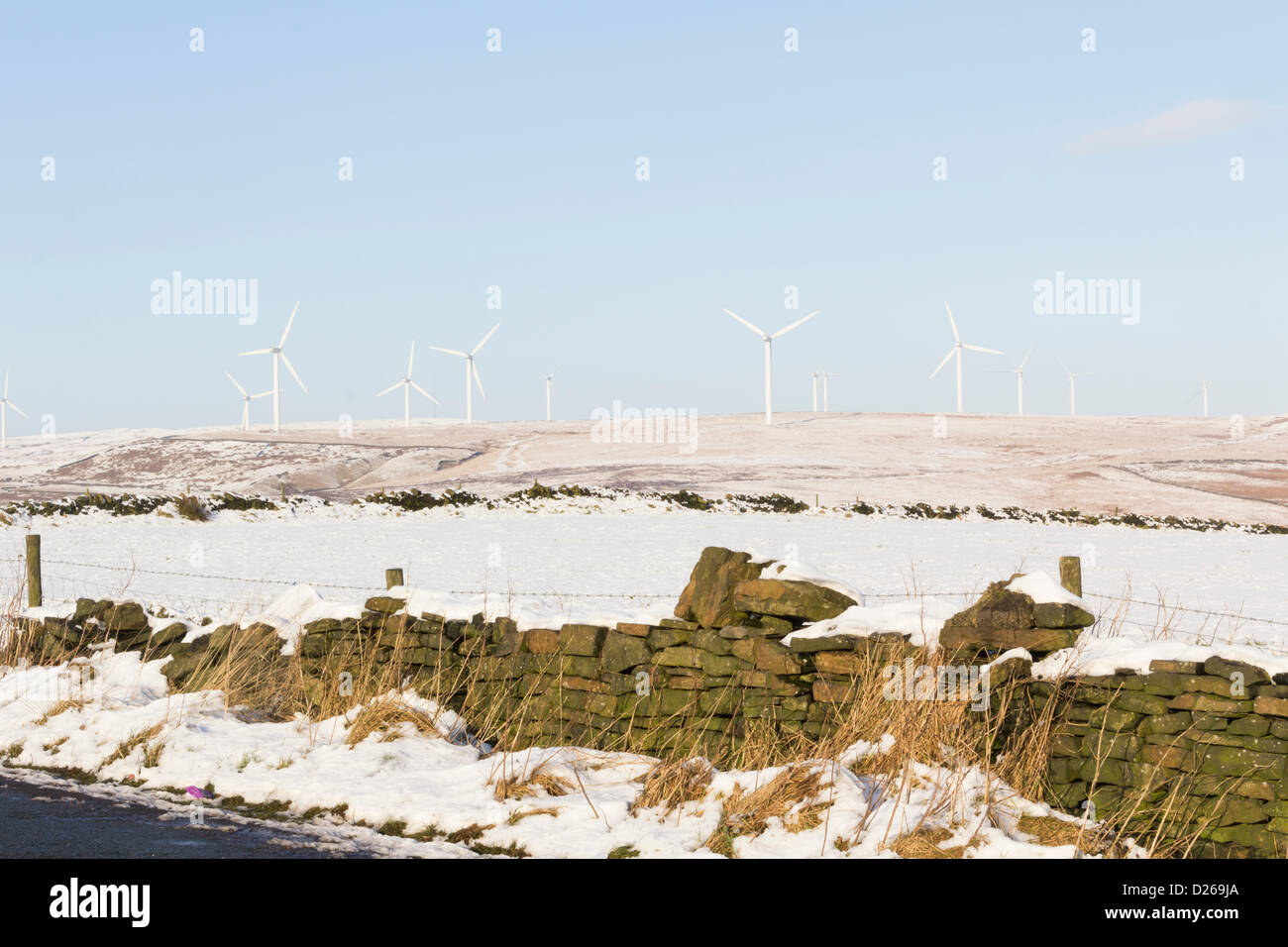 Rochdale, Lancashire 15th January 2013. Wind turbines on Knowl Moor near Rochdale form part of the largest onshore - Stock Image