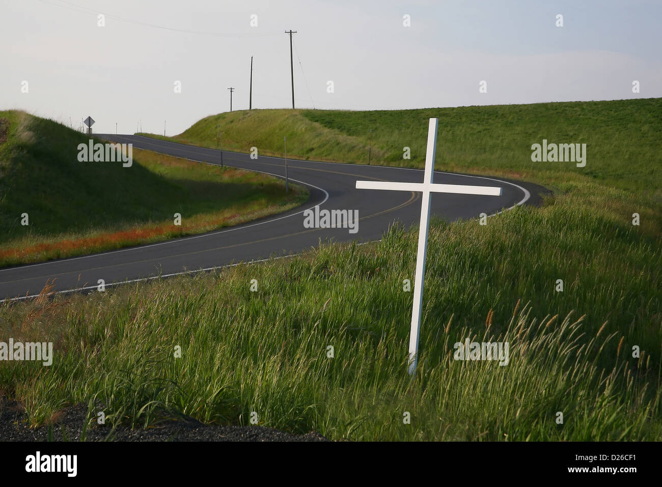 White cross marks highway fatality - Stock Image