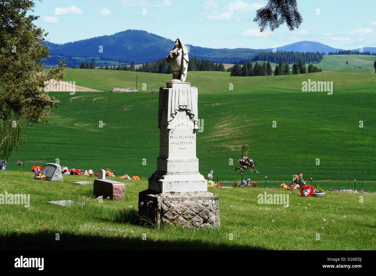 Ornate nineteenth century grave - Stock Image