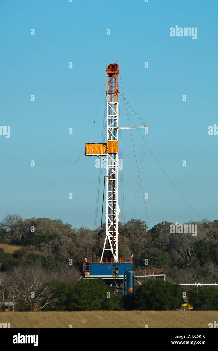 An oil and natural gas well near Cuero Texas - Stock Image