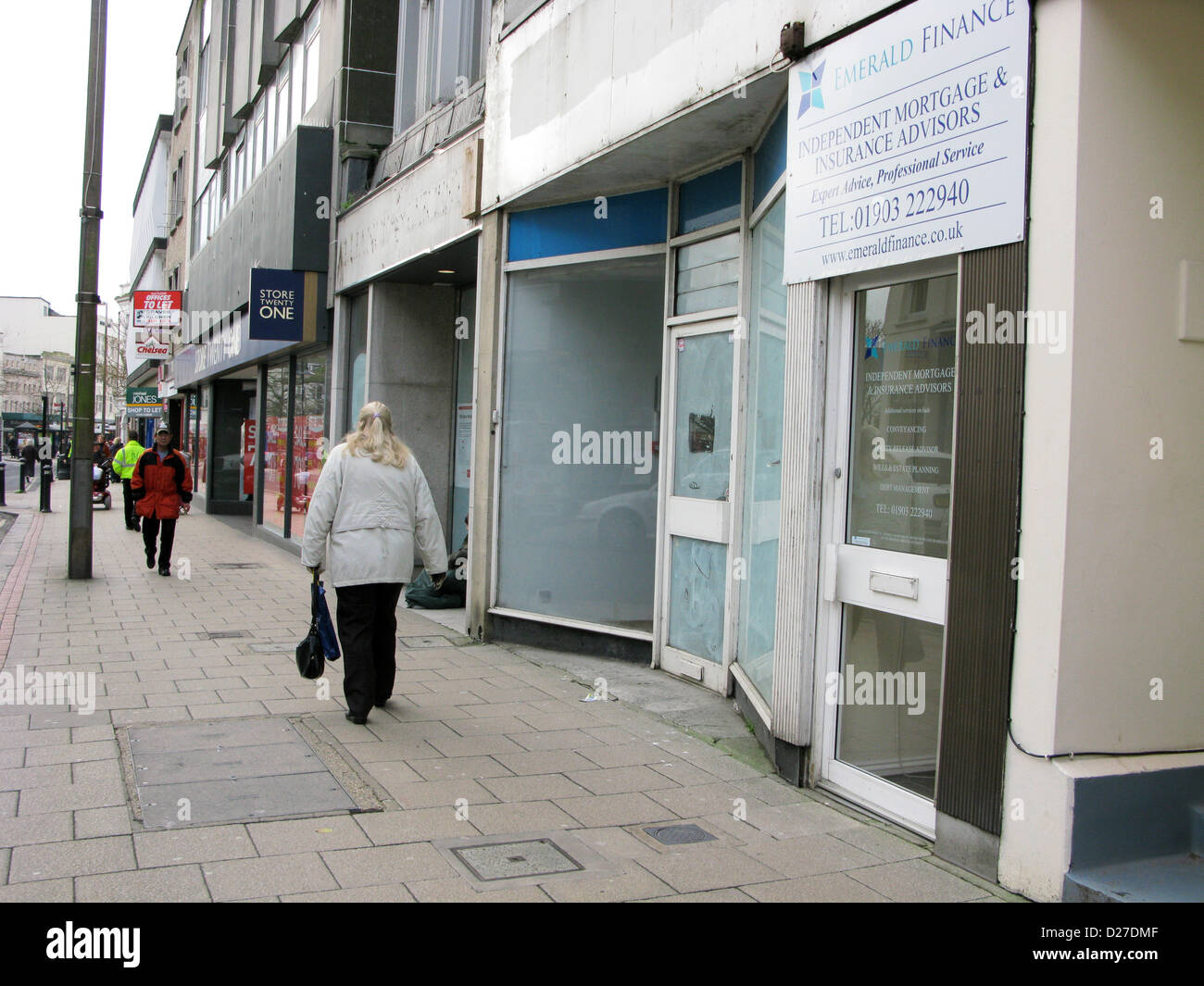 Unoccupied empty retail stores in the high street Worthing West Sussex UK with a to let board up - Stock Image