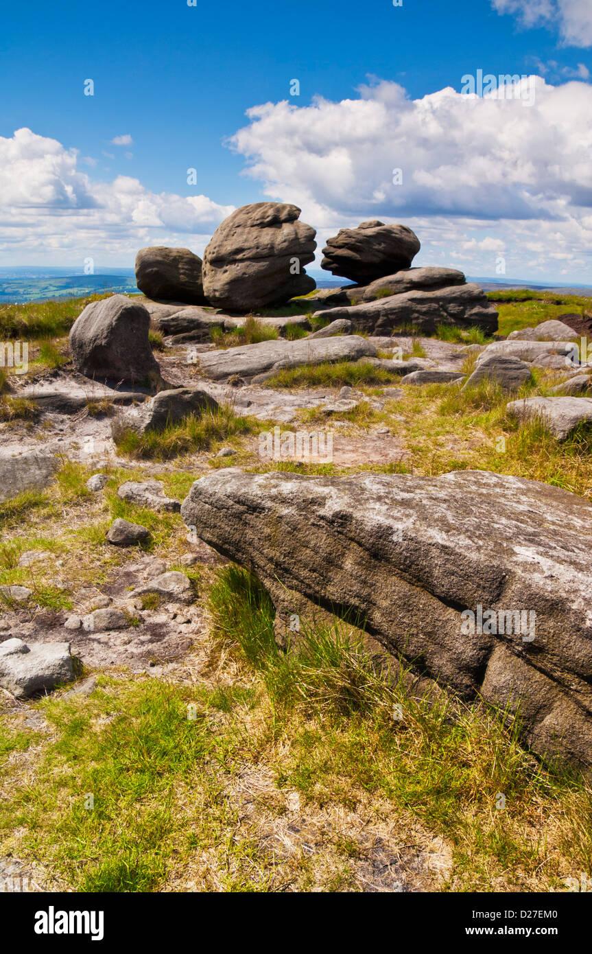 Wain stones known as the Kissing stones Bleaklow Dark Peak Peak district national park Derbyshire England UK GB - Stock Image