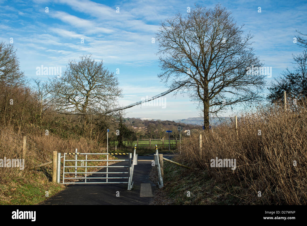 Footpath and Cycleway showing a dormouse bridge in the background - Stock Image