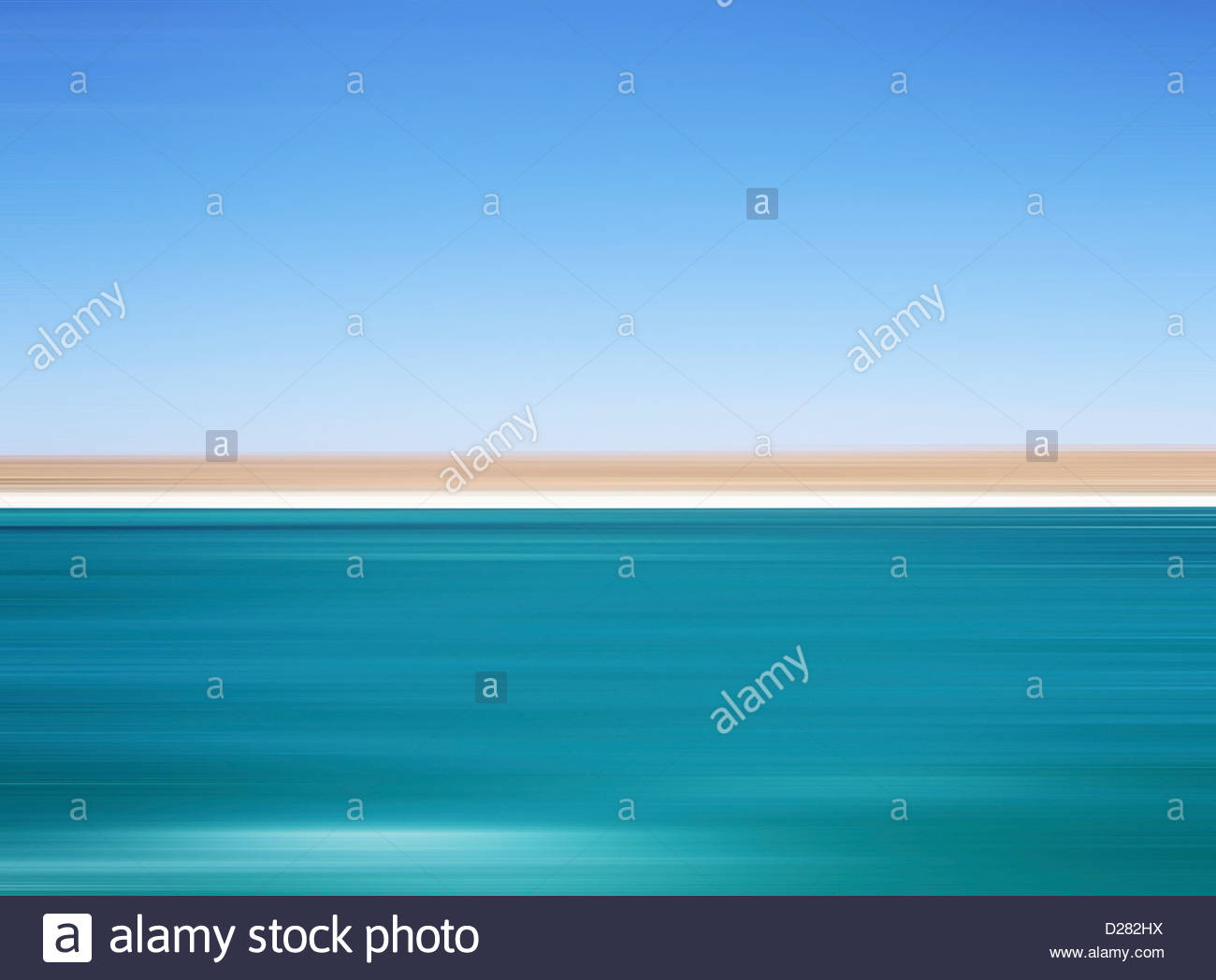 Defocused view of ocean and horizon - Stock Image