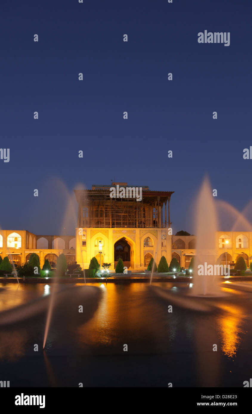 Ali Qapu palace at dusk in Naqsh-e Jahan Square, Isfahan, Iran Stock Photo