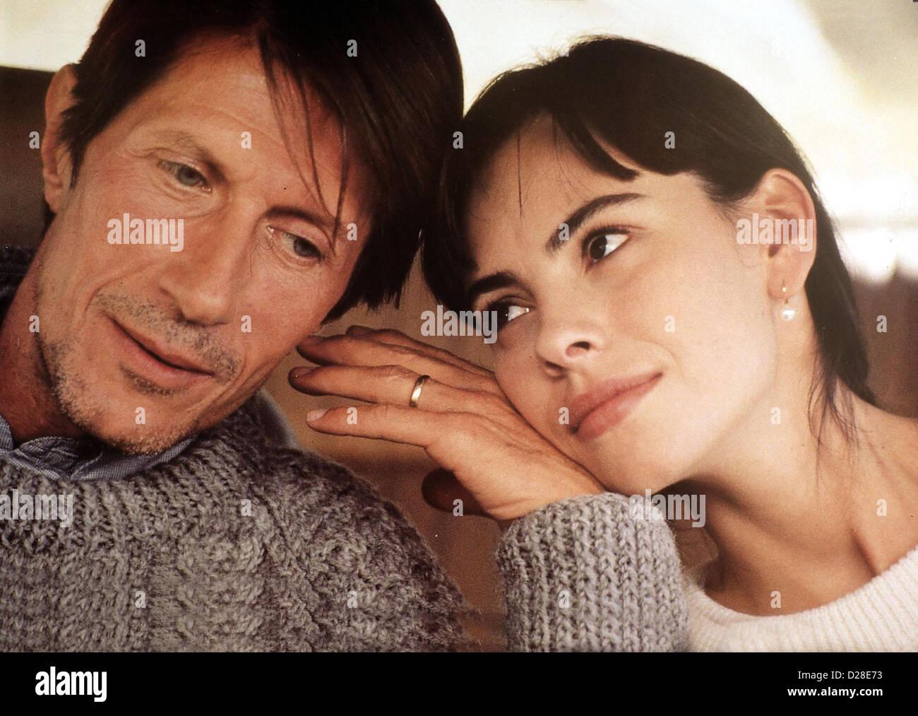Sweetheart   Toutes Peines Confondues   Gardella (Jacques Dutronc) und Jeanne (Mathilda May) *** Local Caption *** - Stock Image