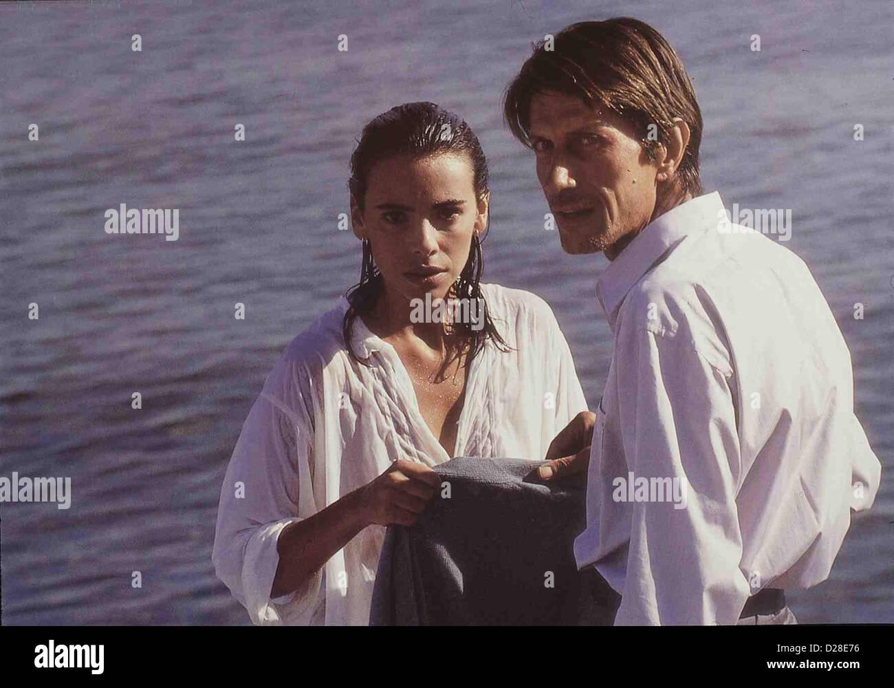Sweetheart   Toutes Peines Confondues   Jeanne (Mathilda May) mit Gardella (Jacques Dutronc)  *** Local Caption - Stock Image
