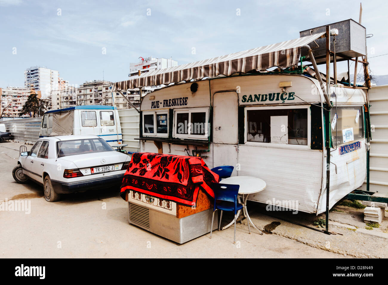 Fast food kiosk in Tirana, Albania - Stock Image