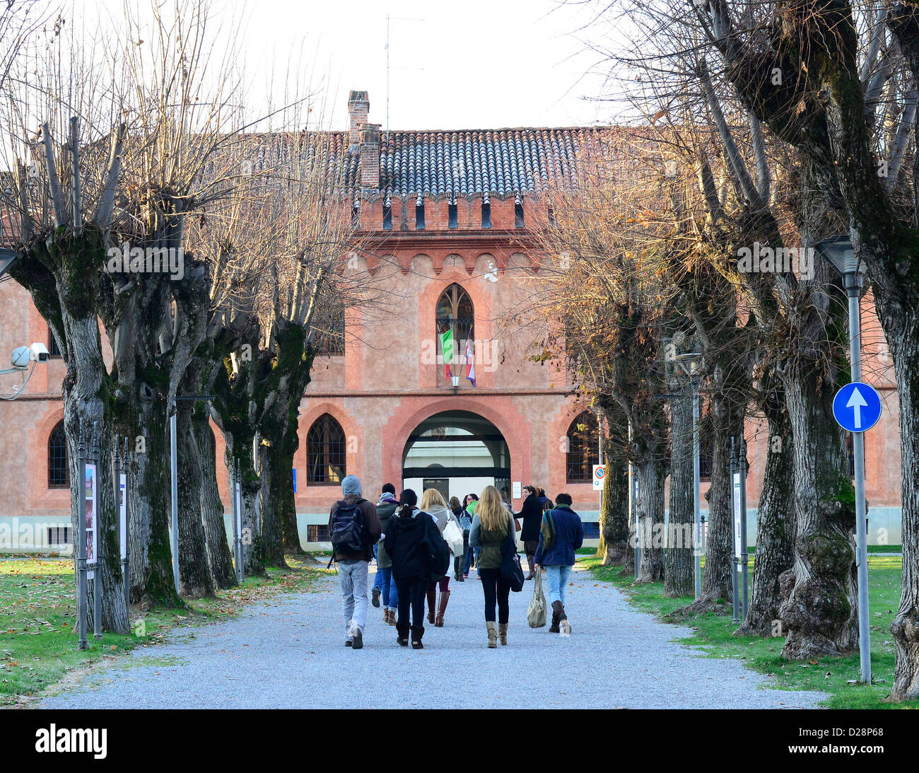 Students entering the campus of the Gastronomic University in Pollenzo, Italy. - Stock Image