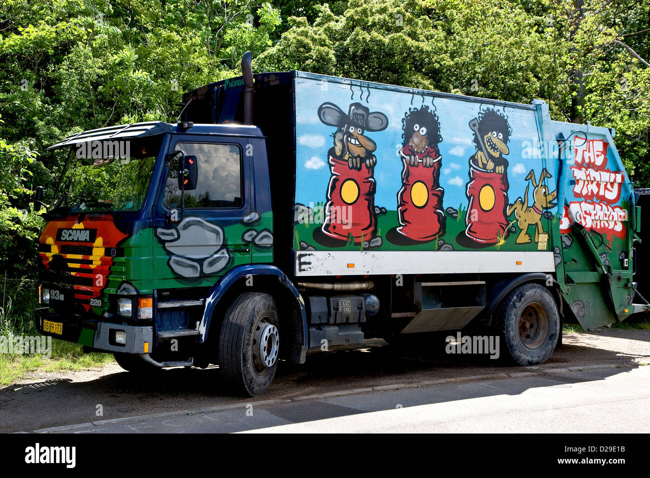 Garbage Truck Stock Photos Images Alamy Graffiti Painted Image